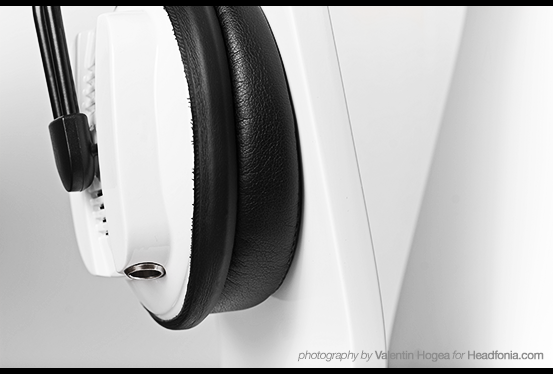 Paradox - Earpad and jack close-up