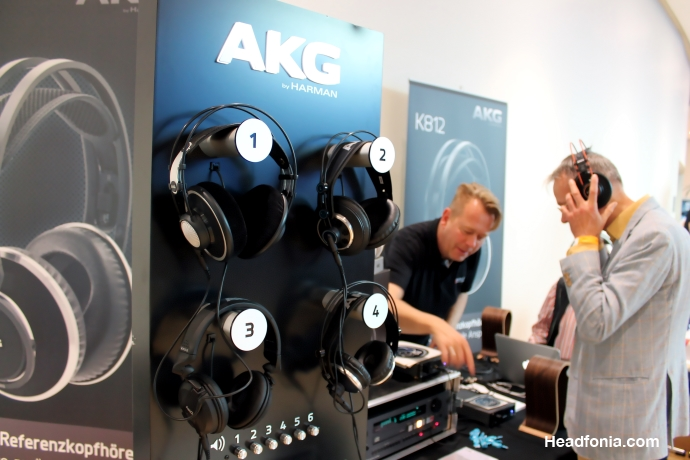AKG Stand